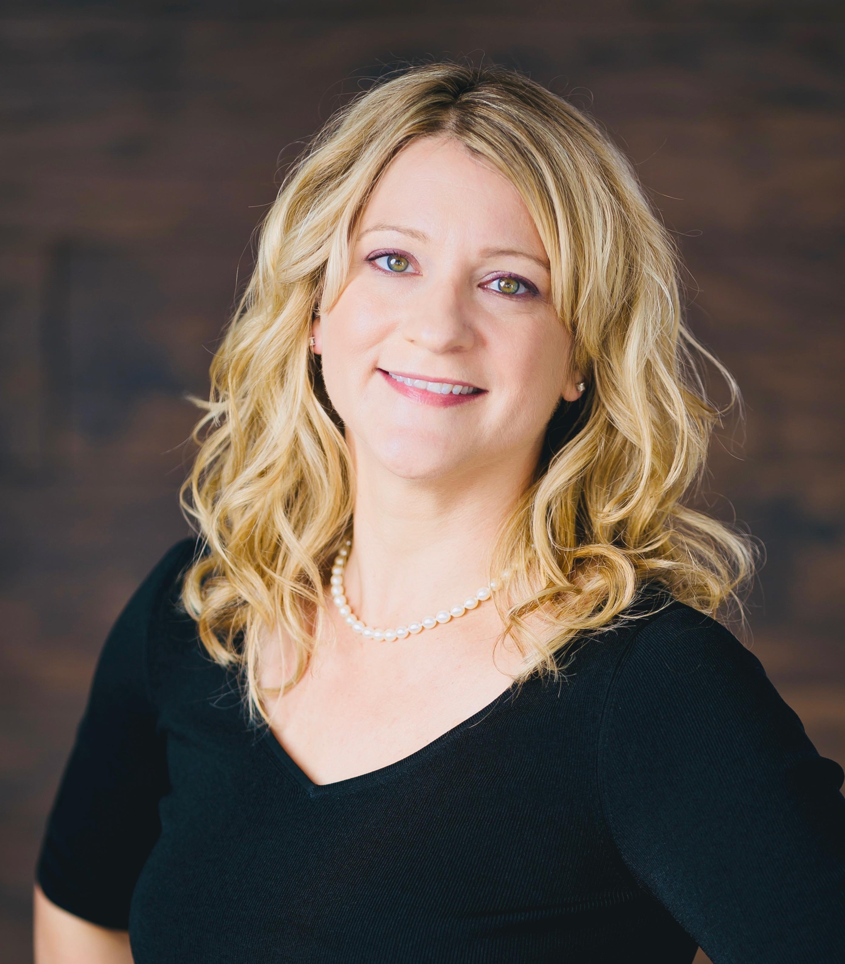 Tanya Chwojko : Help Desk Manager